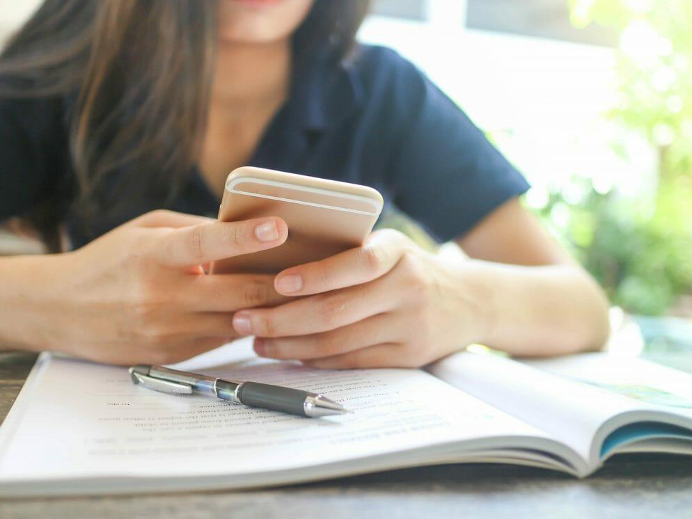 Resultado de imagem para uso positivo de celular em sala de aula