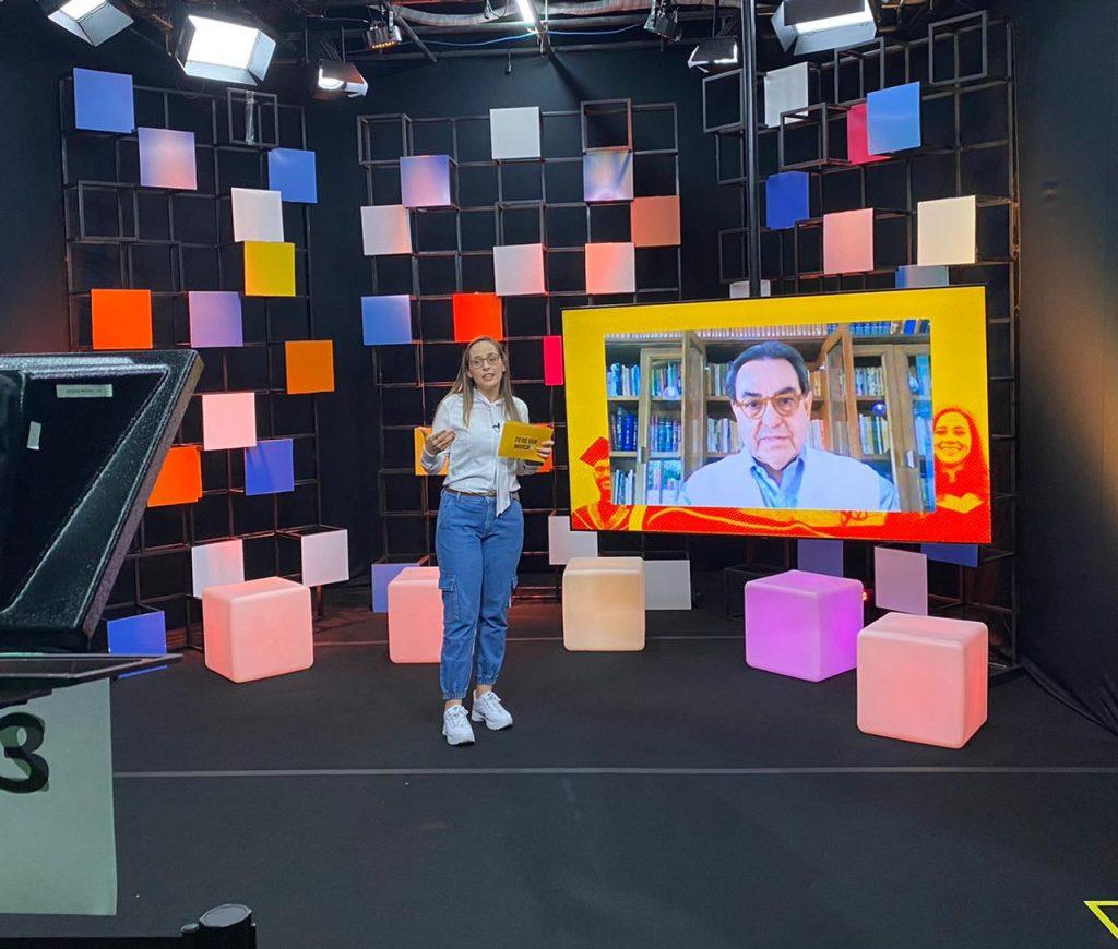 Cenário de estúdio em que a Live Deixe sua marca foi transmitida