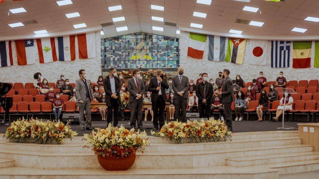 Escola de Missão é uma forma de preparar missionários para a mundo.