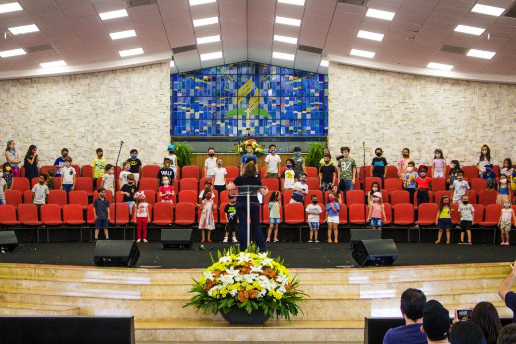 Coral dos alunos se apresentou no Dia dos Pais.