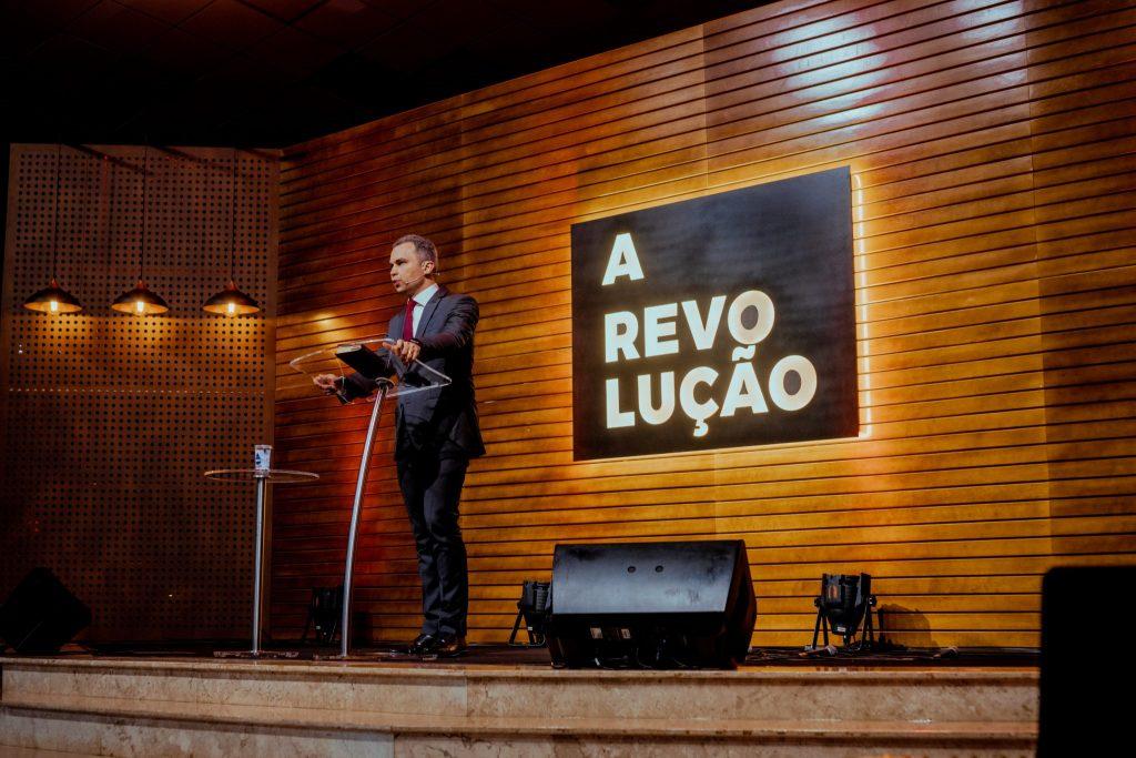 Pastor Cândido foi o orador da Semana de Oração.